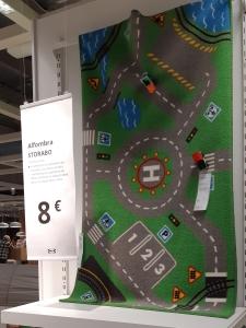 Alfombra de Ikea que simula una carretera